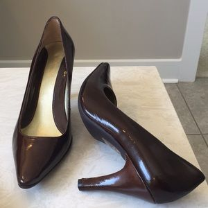 KENNETH COLE Reaction patent leather pumps